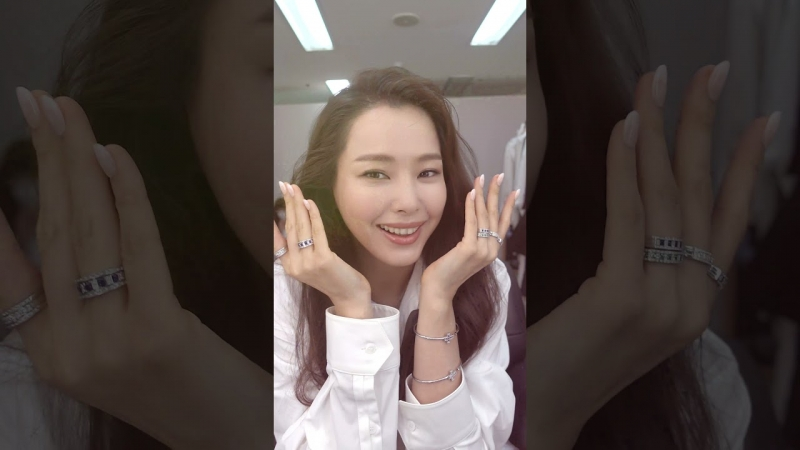Embedded thumbnail for 이하늬 Hair, Make up, Styling with 다미아니
